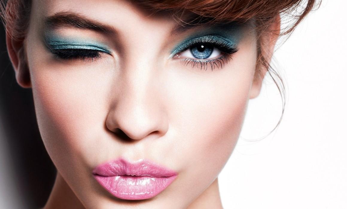Makeup kiss