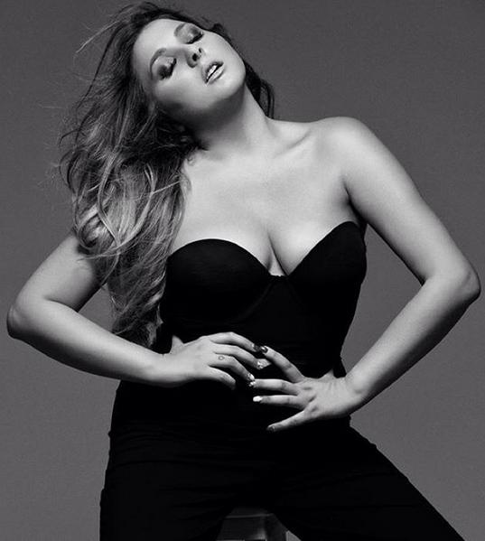 Alice Curvy Model