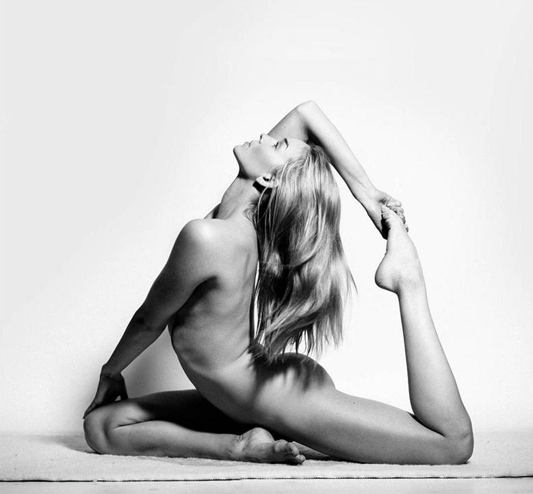 nude-yoga-girl-story
