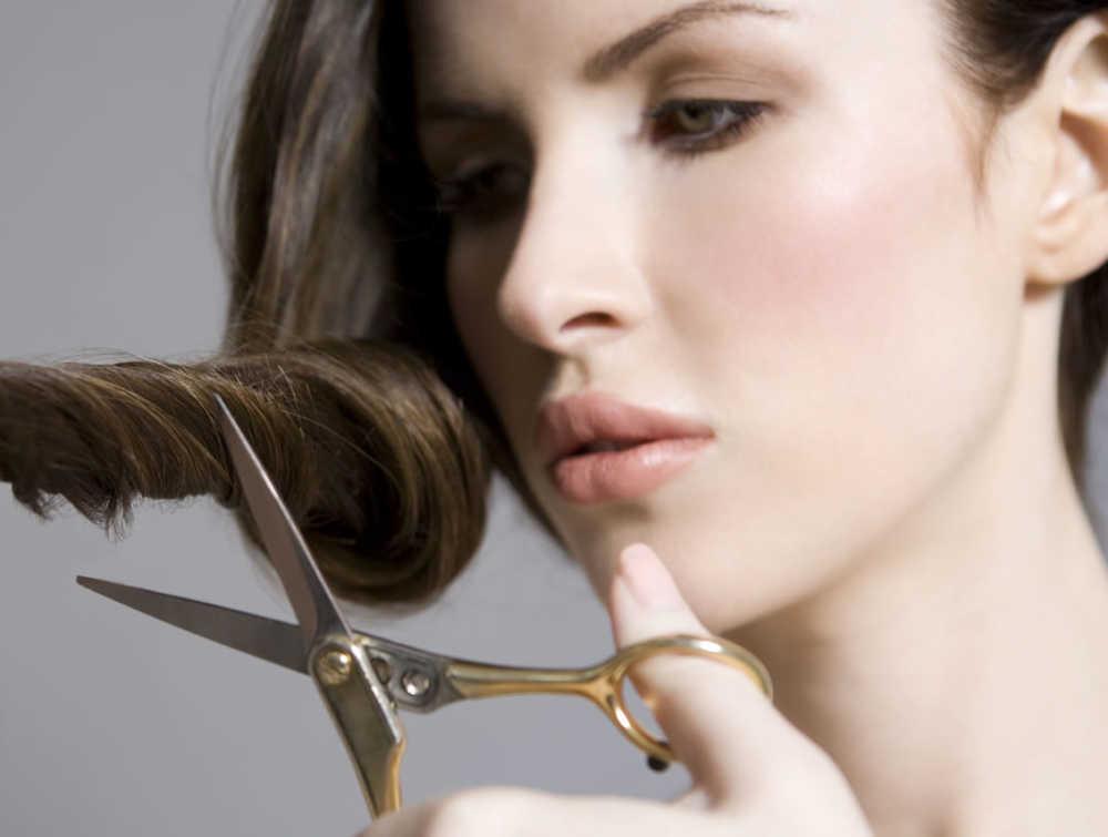 Tagliare i capelli SI o NO  Ecco i falsi miti da sfatare! c4255c2b93f3